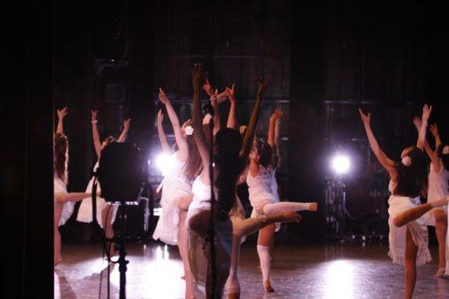 バレエの基礎から学べ、心も体も美しく強くしなやかにします。全てのダンスの基礎になります。シェイプアップしたい主婦にもお勧めです。 曜日:木曜日(月・4回) 対象:3歳(年少)~初心者アダルト オープンクラス  時間:17:30~18:30 ご用意 レオタード・バレエタイツ・バレエシューズ 月 謝・6,480円税込又は1チケット(18歳以上) 年会費・維持費0円 納入方法:手集金又は自動送金(ゆうちょ) 入会金:全クラス共通通常5,400円(初回のみ) 無料体験あり♪(2回目有料540円) 兄弟割引有 母子家庭割引有 オープンクラス御家族共通チケット制有 1回2,000円 5回8,000円(@1,600有効期限4ヵ月)  お得です!! 10回10,000円(@1,000円有効期限6カ月) もっとお得です!! +税 ※18歳以上のご家族共通券です! ※見学・体験・入会随時受け付け 講師都合で日程が変更になる場合が御座います お問合せの上お越し下さい